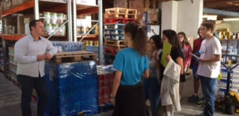 Les élèves de CAP1 en visite chez un grossiste et un détaillant